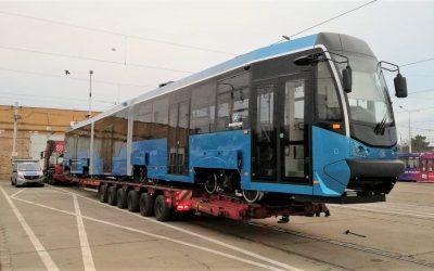 Wrocław remontuje tramwaje. Do miasta dotarł pierwszy WrAs205 w nowych barwach.